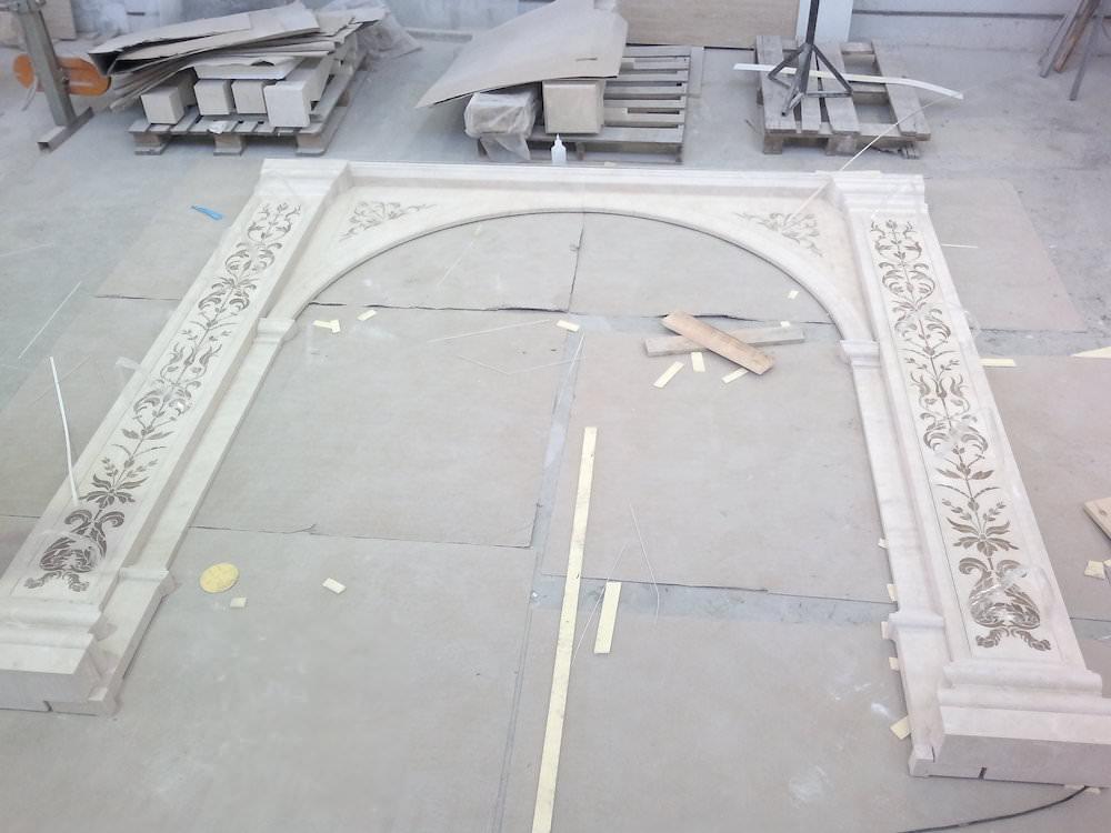 арка из мрамора крема марфил
