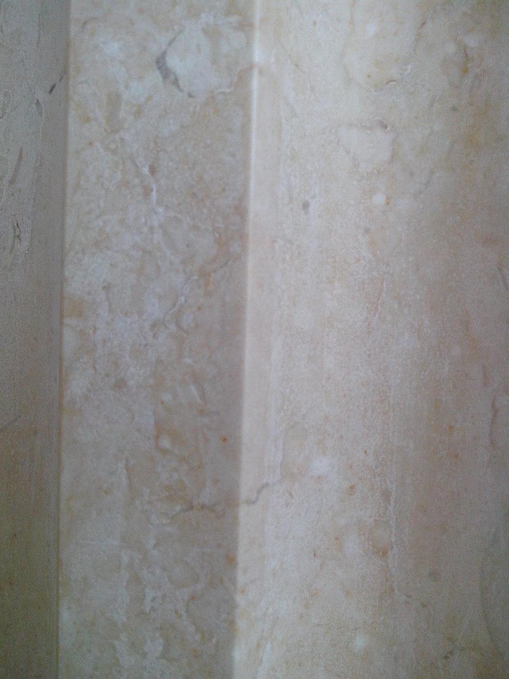 колонны из желтого мрамора