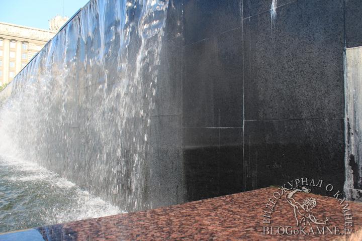 фонтаны из черного гранита