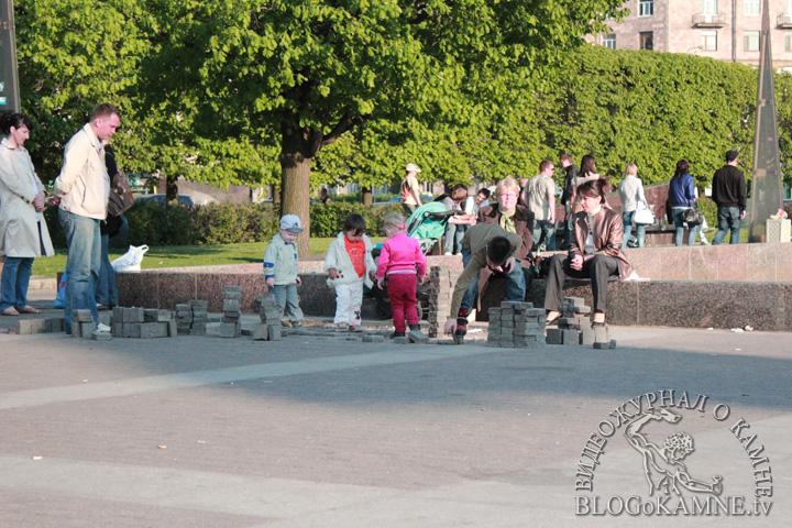 фонтаны на московской площади