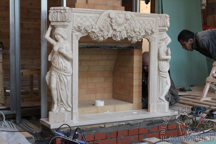 установка камина из мрамора