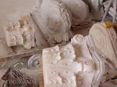 колонны из камня оникс