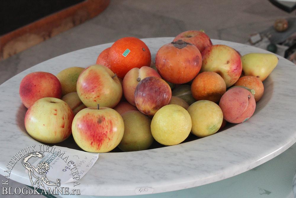 """фрукты из мрамора"""